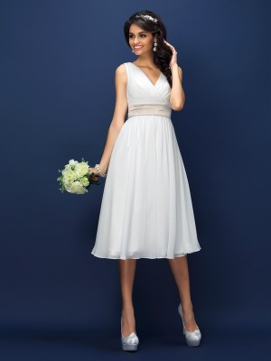A-Line/Princess V-neck Sleeveless Knee-Length Pleats Chiffon Bridesmaid Dresses
