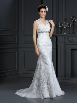 Sheath/Column V-neck Sleeveless Sweep/Brush Train Beading Lace Wedding Dresses