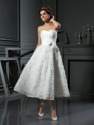 A-Line/Princess Sweetheart Sleeveless Tea-Length Bowknot Satin Wedding Dresses