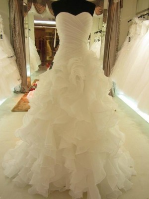 Ball Gown Sweetheart Sleeveless Court Train Ruffles Organza Wedding Dresses