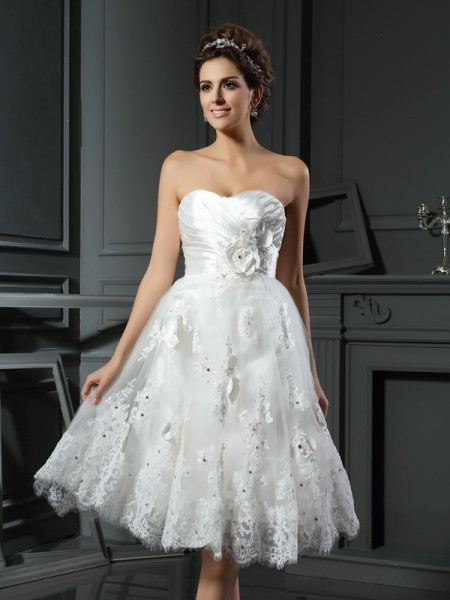 A-Line/Princess Sleeveless Sweetheart Short/Mini Ruched Satin Wedding Dresses