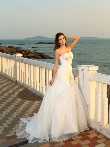 Ball Gown Sleeveless Strapless Chapel Train Hand-Made Flower Satin Wedding Dresses
