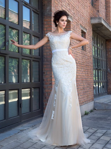 Trumpet/Mermaid Sheer Neck Short Sleeves Sweep/Brush Train Applique Net Wedding Dresses