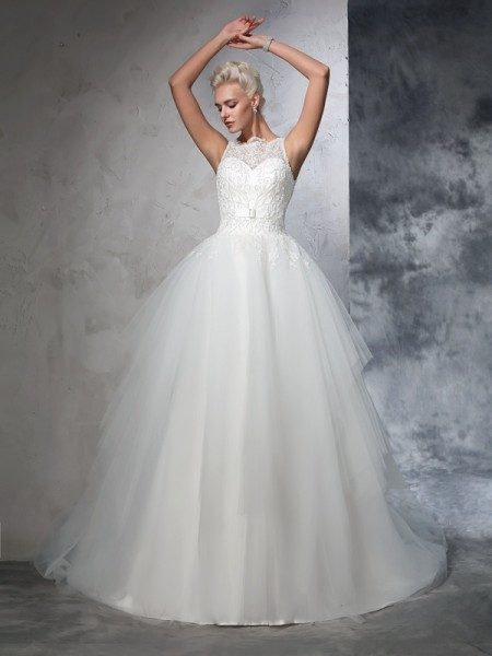 Ball Gown Sleeveless Bateau Chapel Train Applique Net Wedding Dresses
