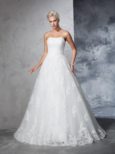 Ball Gown Sleeveless Strapless Court Train Lace Lace Wedding Dresses