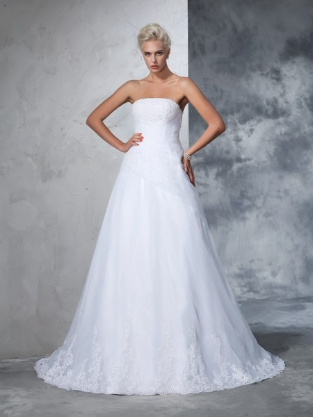 Ball Gown Strapless Sleeveless Court Train Applique Net Wedding Dresses