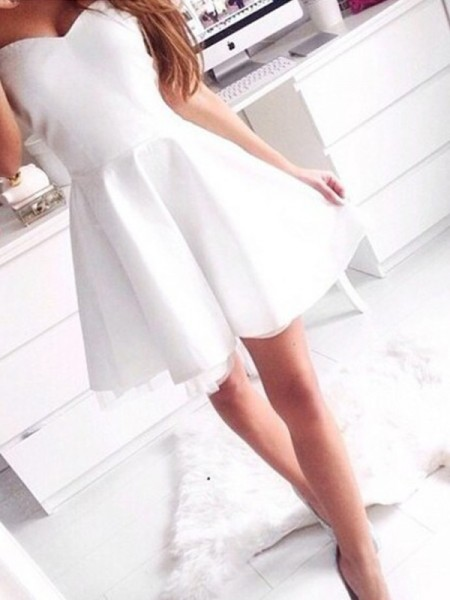 A-Line/Princess Sweetheart Sleeveless Short/Mini Beading Satin Dresses
